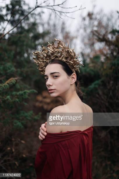 portrait of young woman - mitologia greca foto e immagini stock