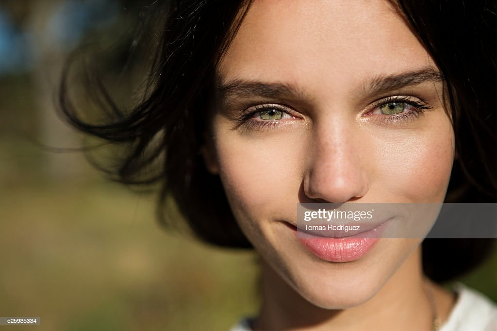 Portrait of young woman : Photo