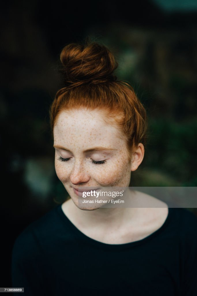 Portrait Of Young Woman : Stockfoto