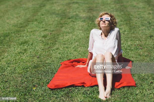 portrait of young woman sitting on grass - bortes stock pictures, royalty-free photos & images