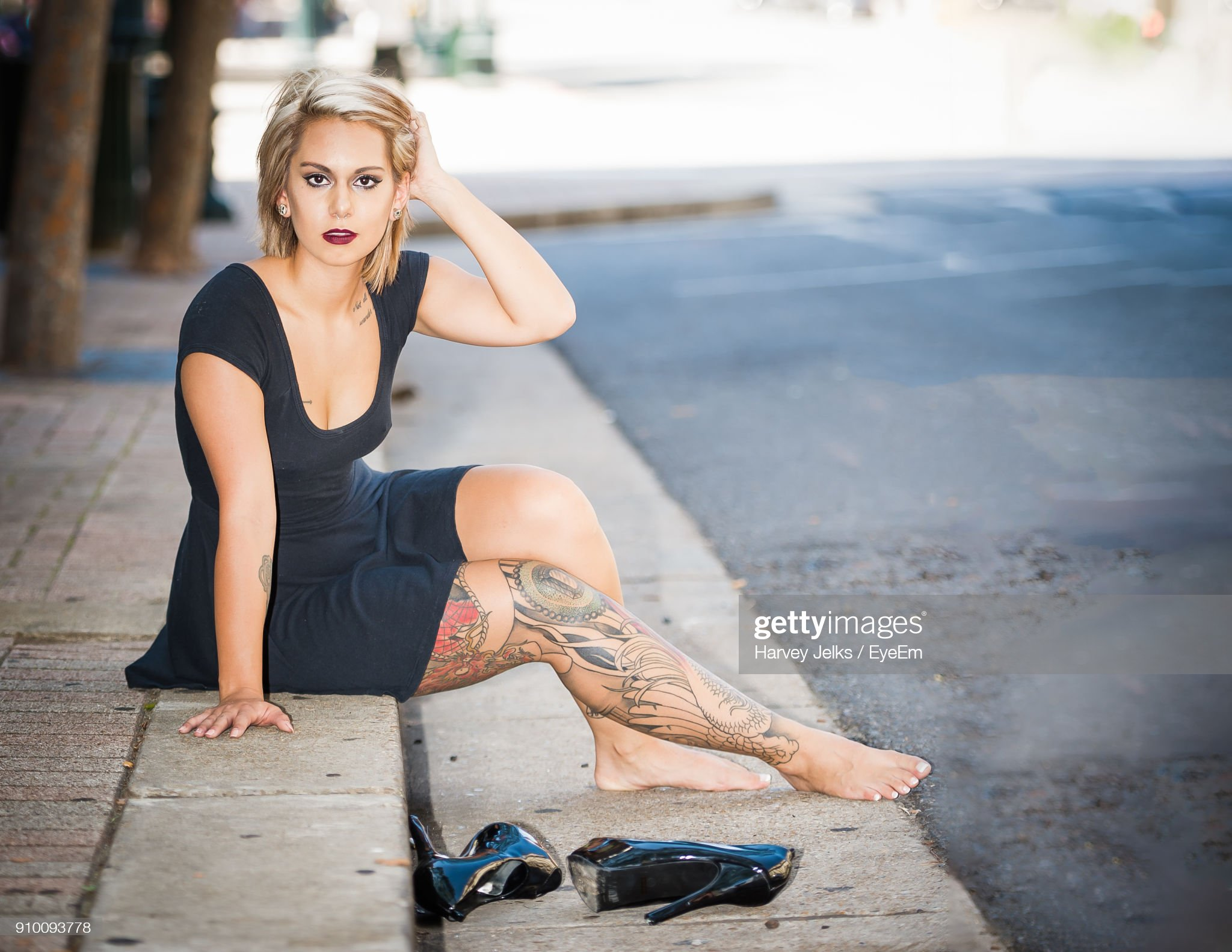 https://media.gettyimages.com/photos/portrait-of-young-woman-sitting-on-sidewalk-picture-id910093778?s=2048x2048
