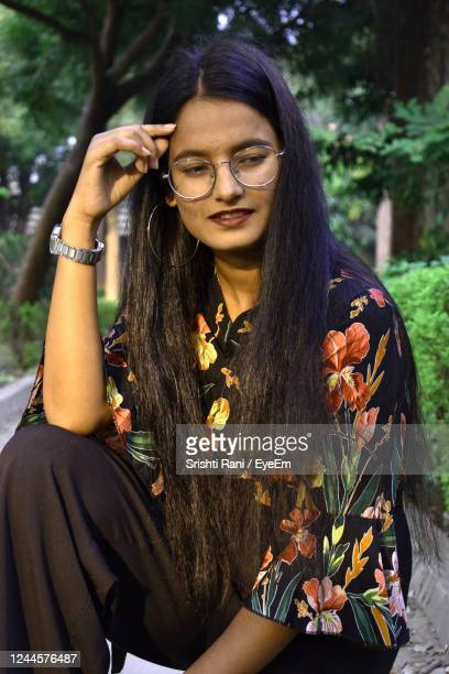 portrait of young woman sitting outdoors - prayagraj stock pictures, royalty-free photos & images