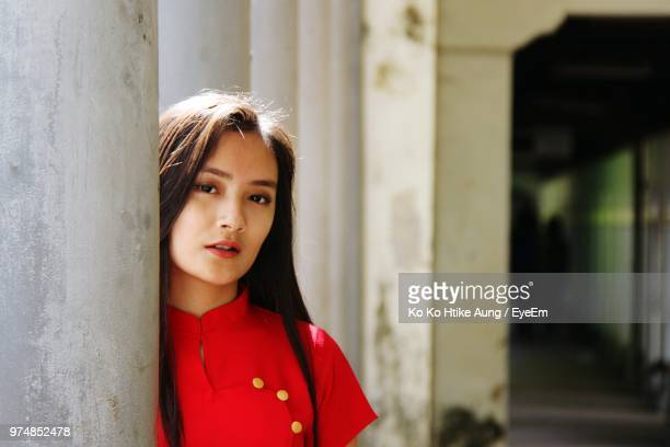 portrait of young woman standing by column - ko ko htike aung stock pictures, royalty-free photos & images