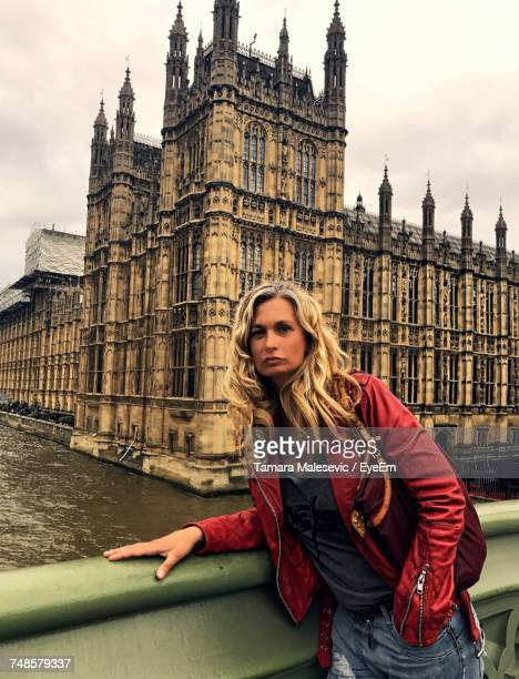 portrait of young woman wearing leather jacket at westminster bridge in city - westminster abbey stock pictures, royalty-free photos & images