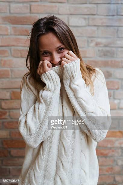 portrait of young woman wearing turtleneck - coltrui stockfoto's en -beelden