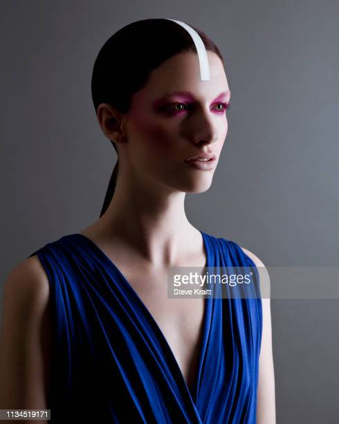 portrait of young woman with heavy eye make-up and stripe down middle of head - neckline stock pictures, royalty-free photos & images
