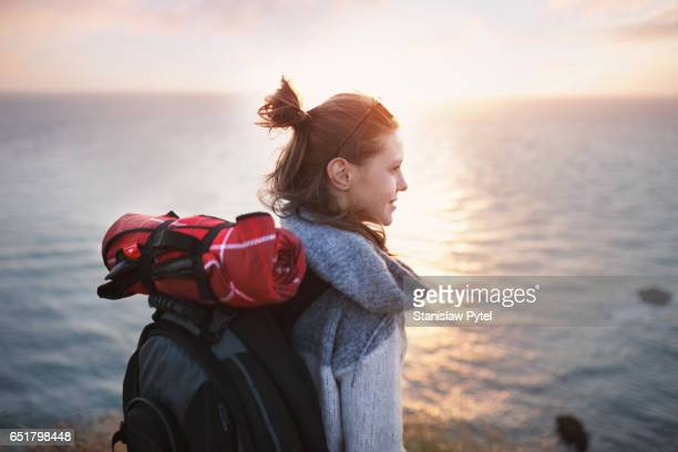 portrait og girl smiling on cliff - travel destinations stock-fotos und bilder