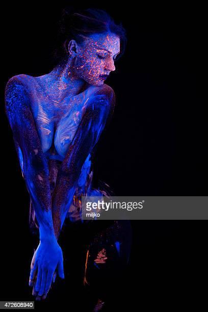 retrato pintados con fluorescente bajo el maquillaje ultravioleta l - cuerpo pintado fotografías e imágenes de stock