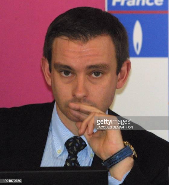portrait pris le 05 février 2001 à Paris de Fabrice Chouquet juge arbitre du 9ème tournoi féminin de tennis en salle Open Gaz de France qui se...