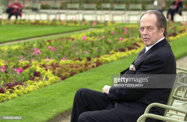 portrait pris le 10 juin 2002 dans les jardins du Sénat à Paris d'Henri d'Orléans aujourd'hui comte de Paris duc de France et actuel chef de la...