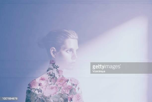 retrato con doble exposición - mujer desnuda naturaleza fotografías e imágenes de stock