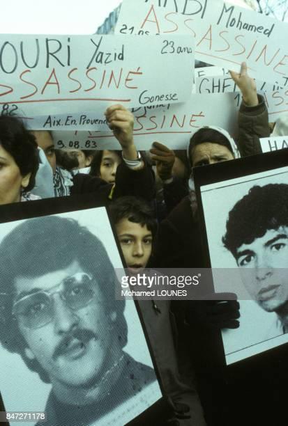 Portraits de victimes a la manifestation des immigres contre le racisme et pour l'egalite le 3 decembre 1983 a Paris France