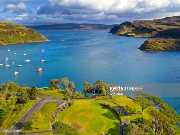 portree, isla de skye - islas de gran bretaña fotografías e imágenes de stock