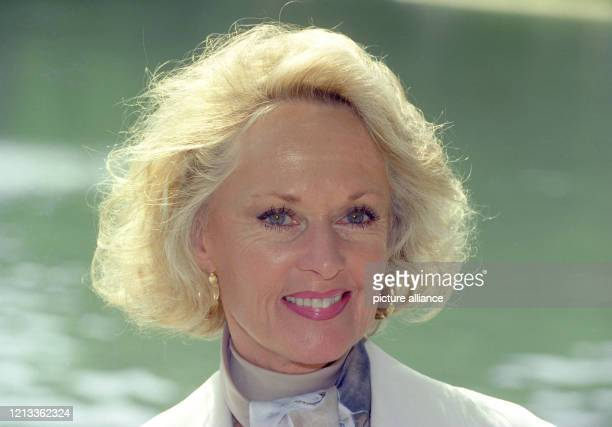 """Porträt der amerikanischen Schauspielerin Tippi Hedren, aufgenommen in Köln am . Bekannt wurde Tippi Hedren durch ihren ersten Film """"Die Vögel"""" von..."""