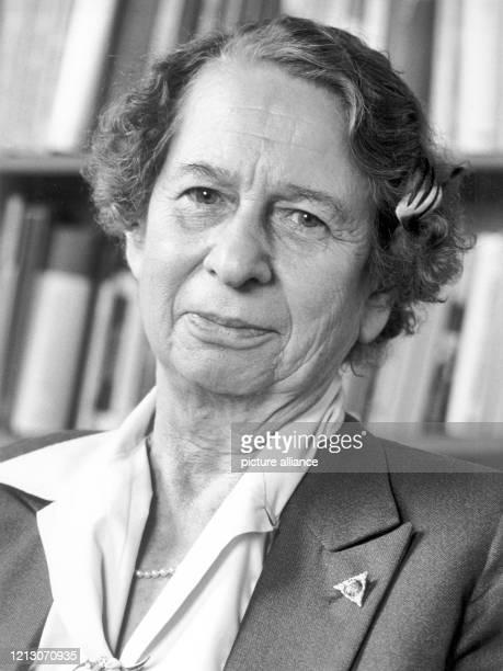 Porträt der Rennfahrerin Clärenore Söderström, aufgenommen anlässlich der Internationaklen Buchmese in Frankfurt am Main am 15.19.1981. Die...