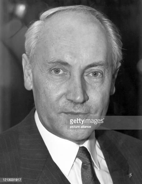 Porträt des Bonner Zeithistorikers Professor Hans-Peter Schwarz, aufgenommen am Donnerstag in Münster, als er mit dem mit 20.000 Mark dotierten...