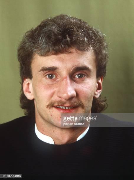 Porträt des deutschen Fußball-Nationalspielers Rudi Völler vom März 1985.