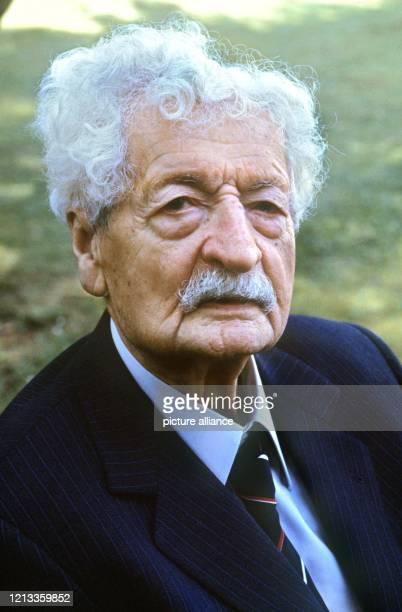 """Porträt des deutschen Raketenforschers und """"Vaters der Raumfahrt"""", Herman Oberth, aufgenommen am 25.6.1984 anlässlich seines 90. Geburtstages in..."""