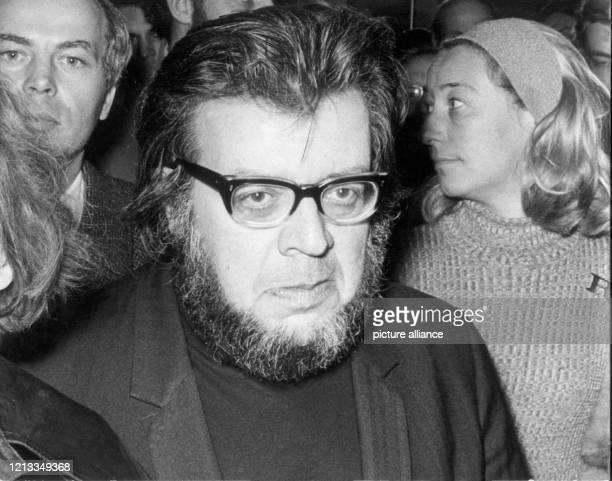 Porträt des österreichischen Schriftstellers Erich Fried. Fried lebte seit 1938 in London. Der Zeitkritiker schrieb in den letzten Jahren politisch...
