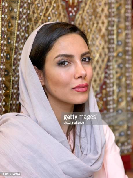 Porträt einer junge Frau auf dem großen Basar der Stadt Isfahan im Süden des Irans, aufgenommen am . Der Basar am Imam-Platz gilt als einer der...