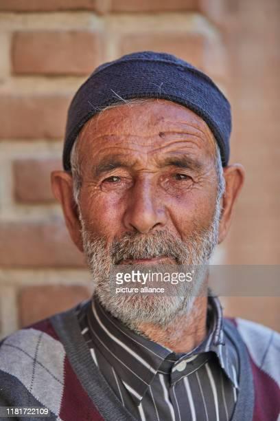 Porträt eines alten Mannes im Hof des Hauses der Verfassung in Tabriz im Iran, aufgenommen am . In diesem qajarischen Bürgerhaus trafen sich die...
