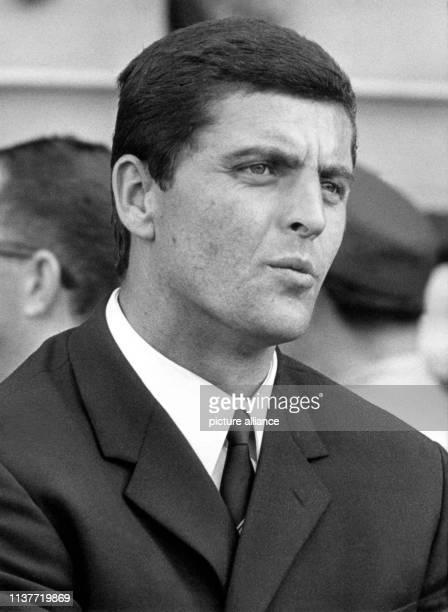 Porträt von Erich Ribbeck, aufgenommen am 3.6.1967 in Stuttgart. Ribbeck wird neuer Trainer bei Rot-Weiß Essen. | usage worldwide