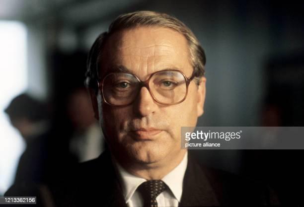 Porträt von Karl Otto Pöhl, Präsident der Deutschen Bundesbank , aufgenommen im November 1981. Er wurde am 1. Dezember 1929 in Hannover geboren und...