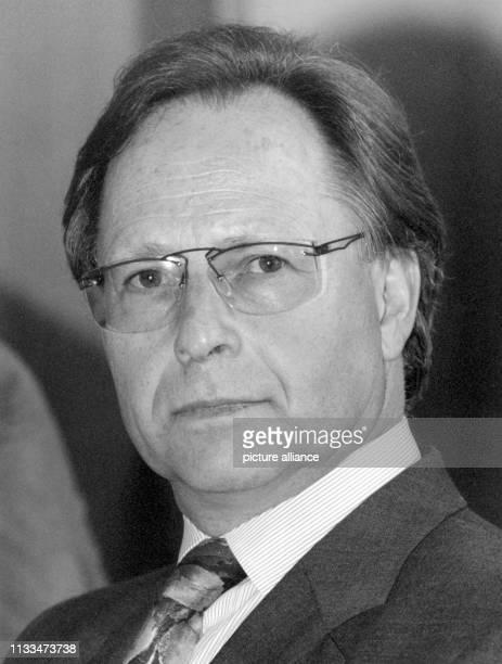 """Porträt von Karlheinz Röthemeier, Geschäftsführer der Verlagsgruppe Rhein-Main, Mitglied des Aufsichtsrates der dpa, Geschäftsführer des """"Rheinischen..."""