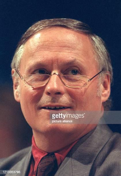 Porträt von Oskar Lafontaine, Kanzlerkandidat der SPD und Ministerpräsident des Saarlandes. Aufgenommen am 27.9.1990 in Berlin.