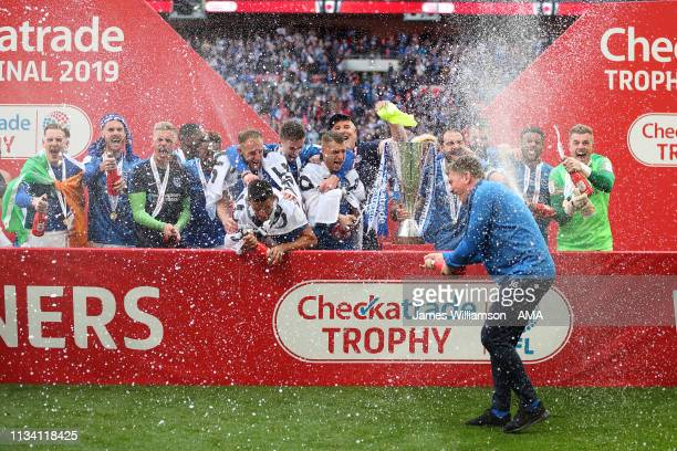 Portsmouth celebrate winning the Checkatrade Trophy during the Checkatrade Trophy Final between Sunderland AFC and Portsmouth FC at Wembley Stadium...