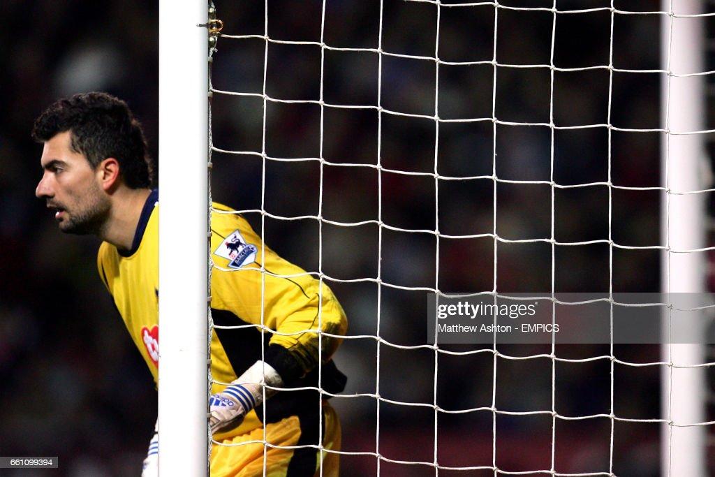 Soccer - FA Barclays Premiership - Manchester United v Portsmouth - Old Trafford : News Photo