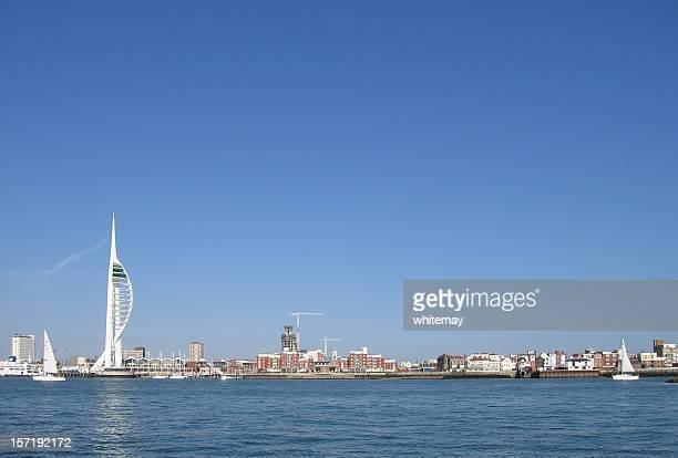 ポーツマスの街並み - ウォーターフロント ストックフォトと画像