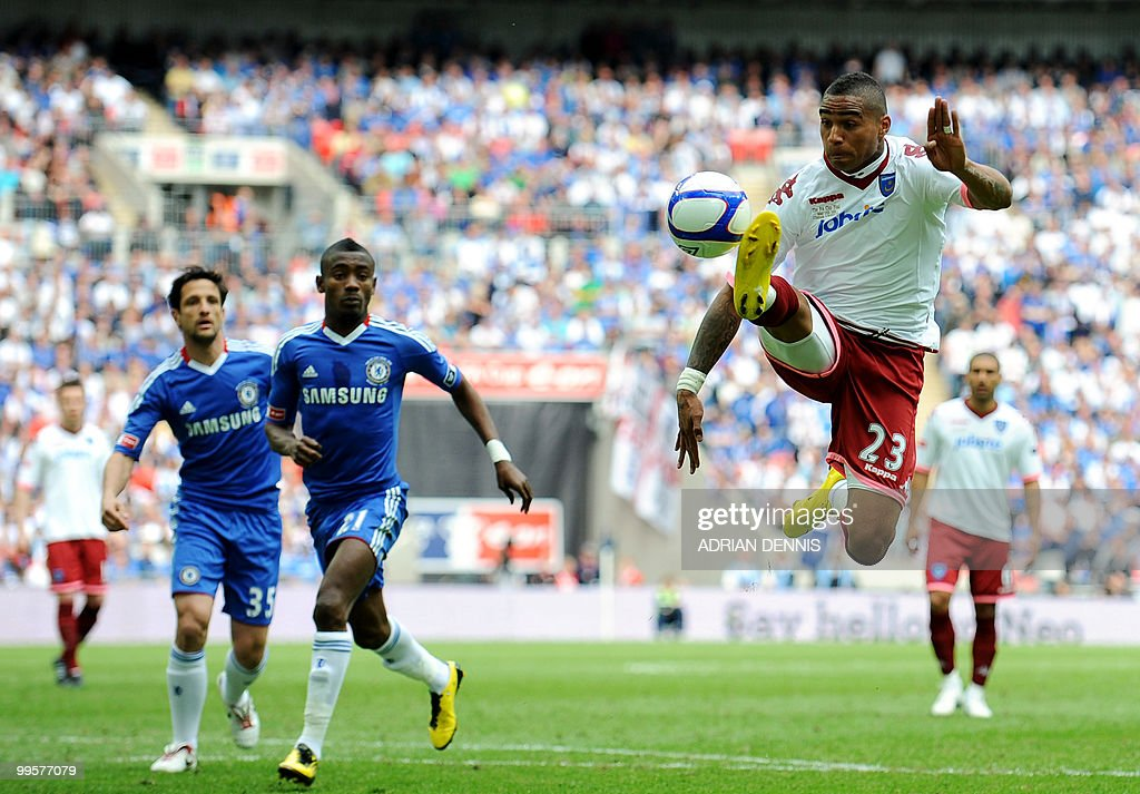 Portsmouth's Kevin-Prince Boateng (R) in action against Chelsea during the FA Cup Final football match at Wembley, in north London, on May 15, 2010. AFP PHOTO/ADRIAN DENNIS FOR EDITORIAL USE Additional licence required for any commercial/promotional use or use on TV or internet (except identical online version of newspaper) of Premier League/Football League photos. Tel DataCo +44 207 2981656. Do not alter/modify photo