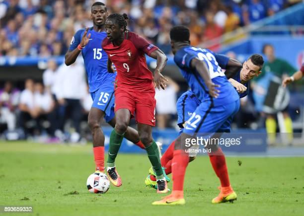 FUSSBALL Portugal 10 Frankreich Eder gegen Laurent Koscielny auf dem Weg zum entscheidenden Tor zum 10 beobachtet von Paul Pogba und Samuel Umtiti