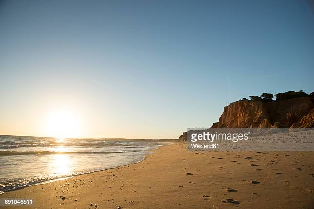 Portugal, Algarve, Albufeira, sunset at the beach