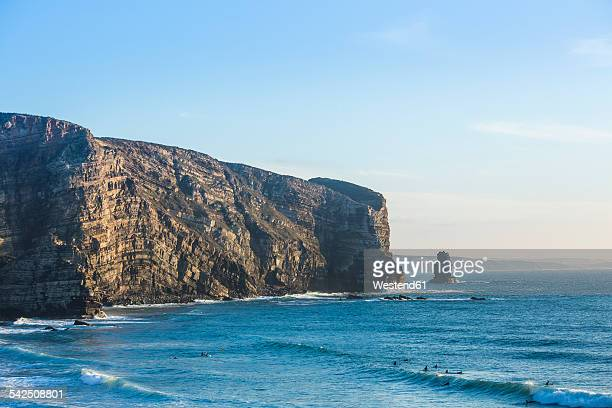 Portugal, Algarve, Aljezur, Praia da Arrifana, Surfers