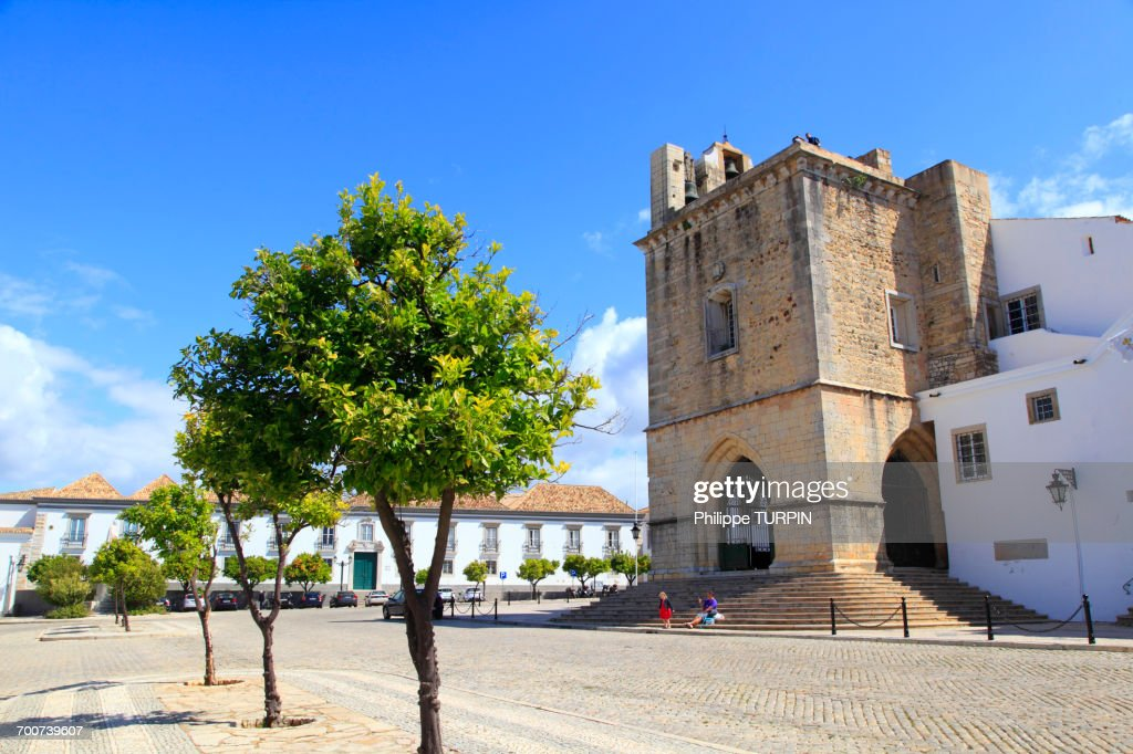 Portugal, Algarve. Faro. Igreja da Se cathedral. Miradouro de Santo Antonio. Squre and episcopal palace. : Stock Photo