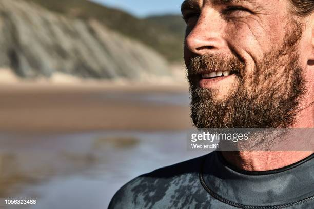 portugal, algarve, portrait of confident surfer on the beach - parte del cuerpo humano fotografías e imágenes de stock