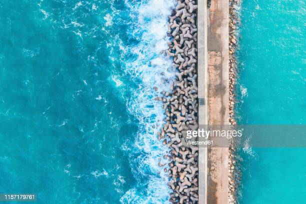 portugal, algarve, sagres, harbor, aerial view of tetrapods as coastal protection - retaining wall stock pictures, royalty-free photos & images