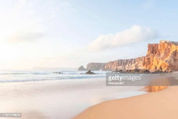 portugal, algarve, sagres, praia do tonel, beach, sea and rocky cliffs - ザグレス ストックフォトと画像