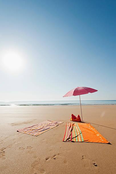 Portugal, Algarve, Sagres, Sunshade and blanket on beach