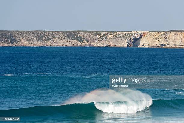 portugal, algarve, sagres, view of atlantic ocean with breaking waves and cliff in background - sagres stock pictures, royalty-free photos & images