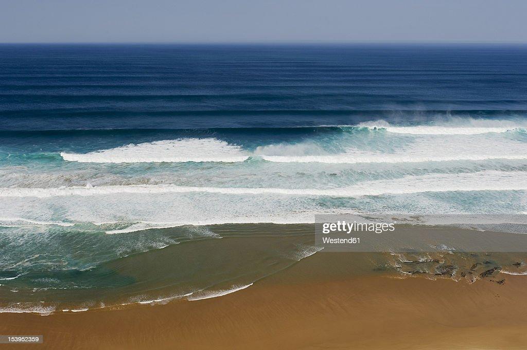 Portugal, Algarve, Sagres, View of Atlantic ocean with breaking waves : ストックフォト