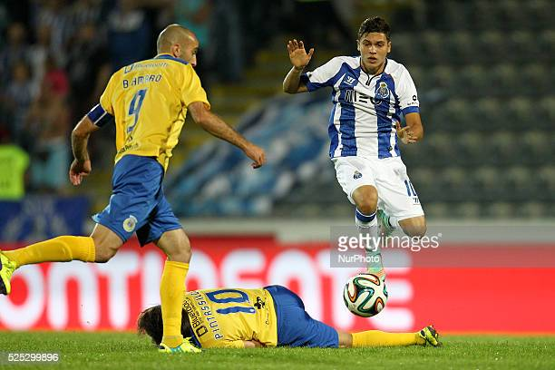 Porto's Colombian midfielder Juan Quintero vies with Arouca's Portuguese midfielder Pintassilgo and Arouca's Portuguese midfielder Bruno Amaro during...