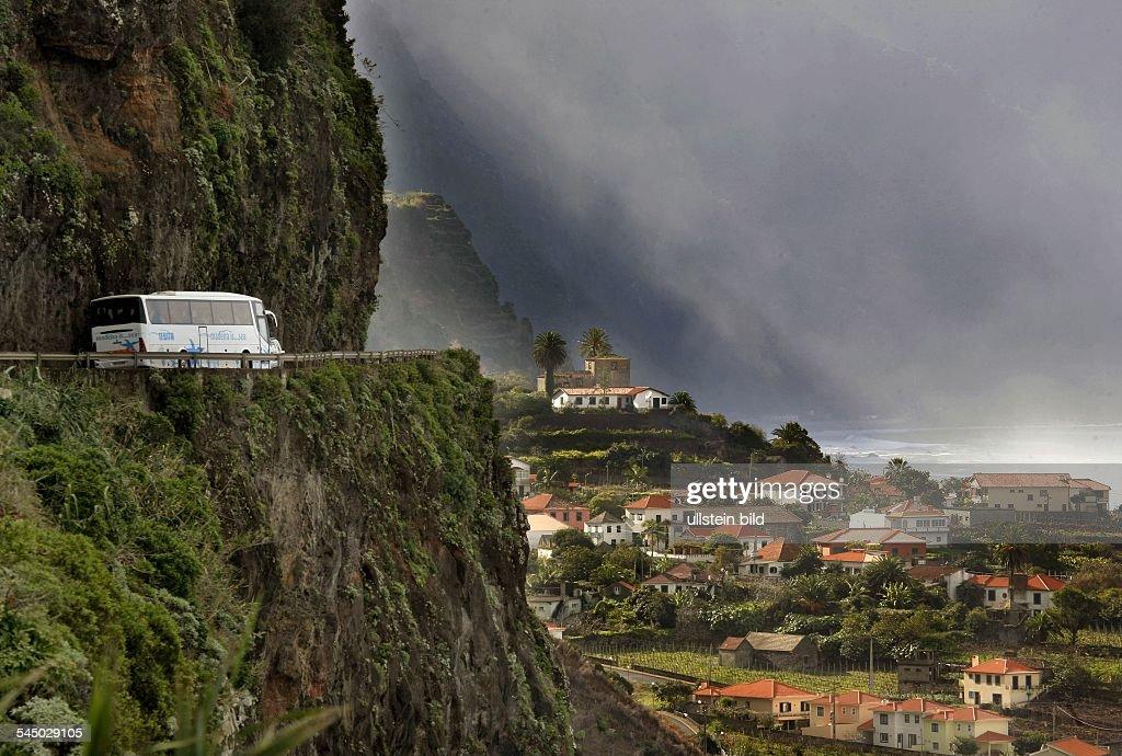Portugal - Azoren, Sao Miguel: Ponta Delgada, view over the town : News Photo