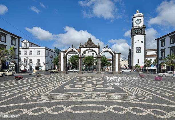 portugal, azores, sao miguel, ponta delgada, church of san sebastain and city gate - ponta delgada fotografías e imágenes de stock