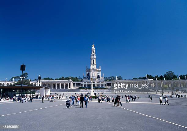 Portugal, Biera Litoral, Fatima, View of the church and shrine with pilgrims