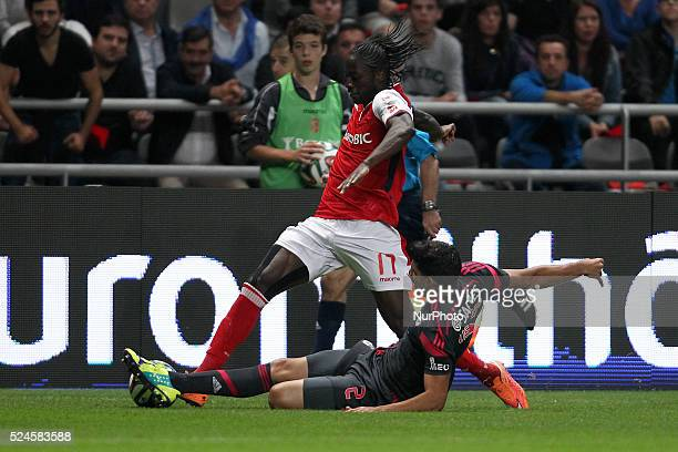 Braga's Portuguese forward ��der vies with Benfica's Argentinian defender Lisandro L��pez during the Premier League 2014/15 match between SC Braga...