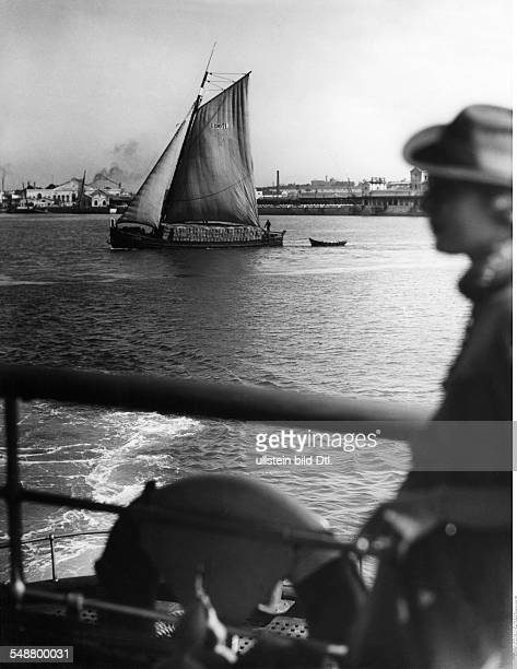 Portugal, cork industry, typical boat loaded with cork tissue, date unknown, probably 1936, photo by Eric Borchert, picture belongs to a series of...