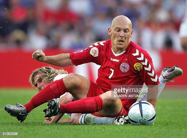 Danish midfielder Thomas Gravesen vies with Czech midfielder Pavel Nedved, 27 June 2004 at Dragao stadium in Porto, during the Euro 2004 quarter...